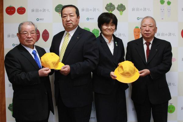 『黄色い帽子贈呈式』の画像