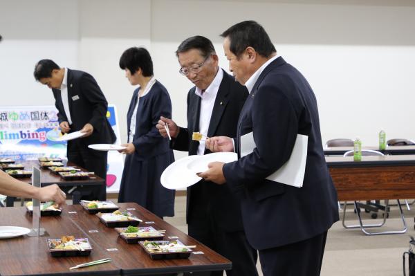 『試食会(5)』の画像